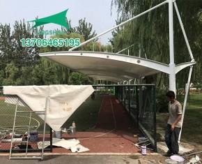 团结小学膜结构遮阳棚施工中